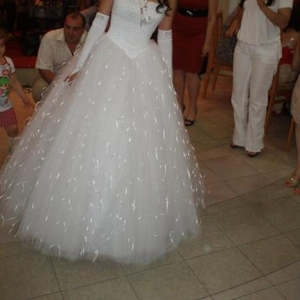 Продаю стильное свадебное платье б/у 1 раз.