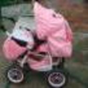 Продам коляску трансформер ярко-розовая.